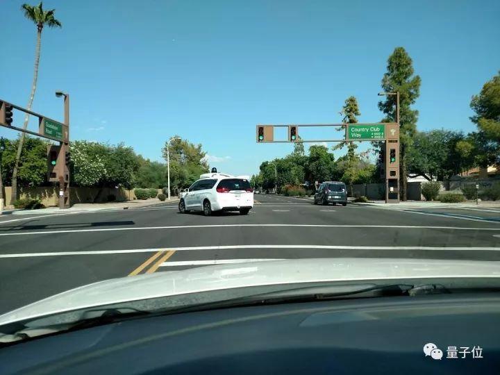 谷歌街道地�_谷歌无人车离奇车祸曝光:人类安全员睡着后,误触关闭了自动驾驶